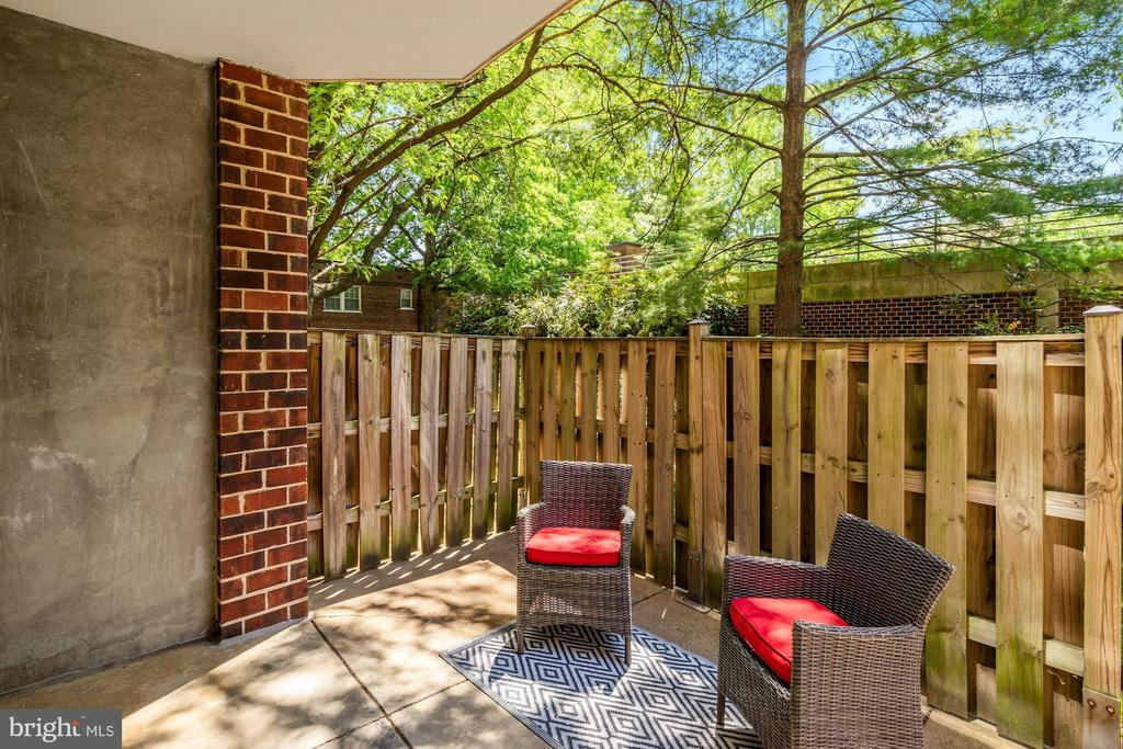 Outdoor patio - 2100 LEE HWY #G11, ARLINGTON