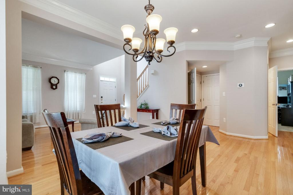 Recessed Lighting and Updated Fixtures - 25554 DABNER DR, CHANTILLY