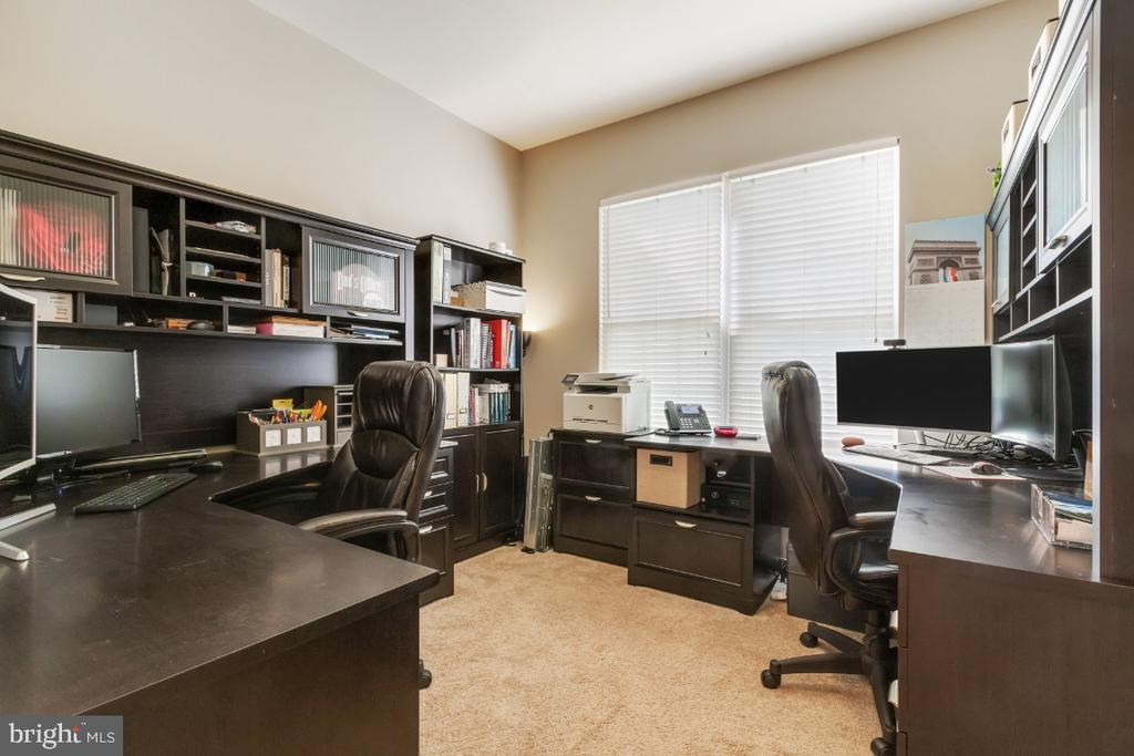 Main Level Office - 25554 DABNER DR, CHANTILLY