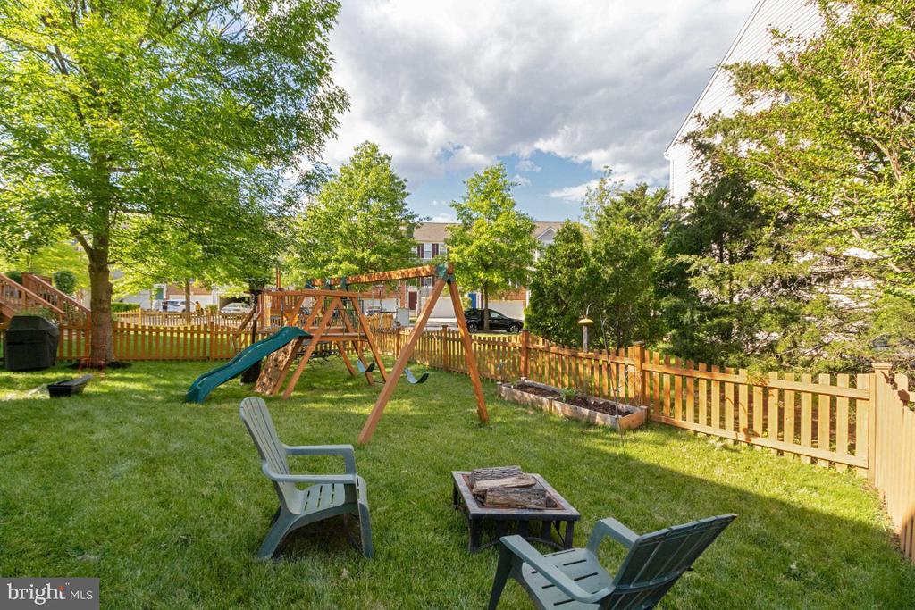 Great Backyard - 25554 DABNER DR, CHANTILLY