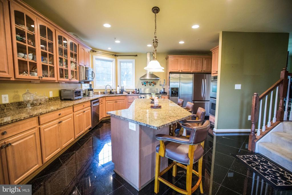Granite floors AND counters - 25103 HIGHLAND MANOR CT, GAITHERSBURG
