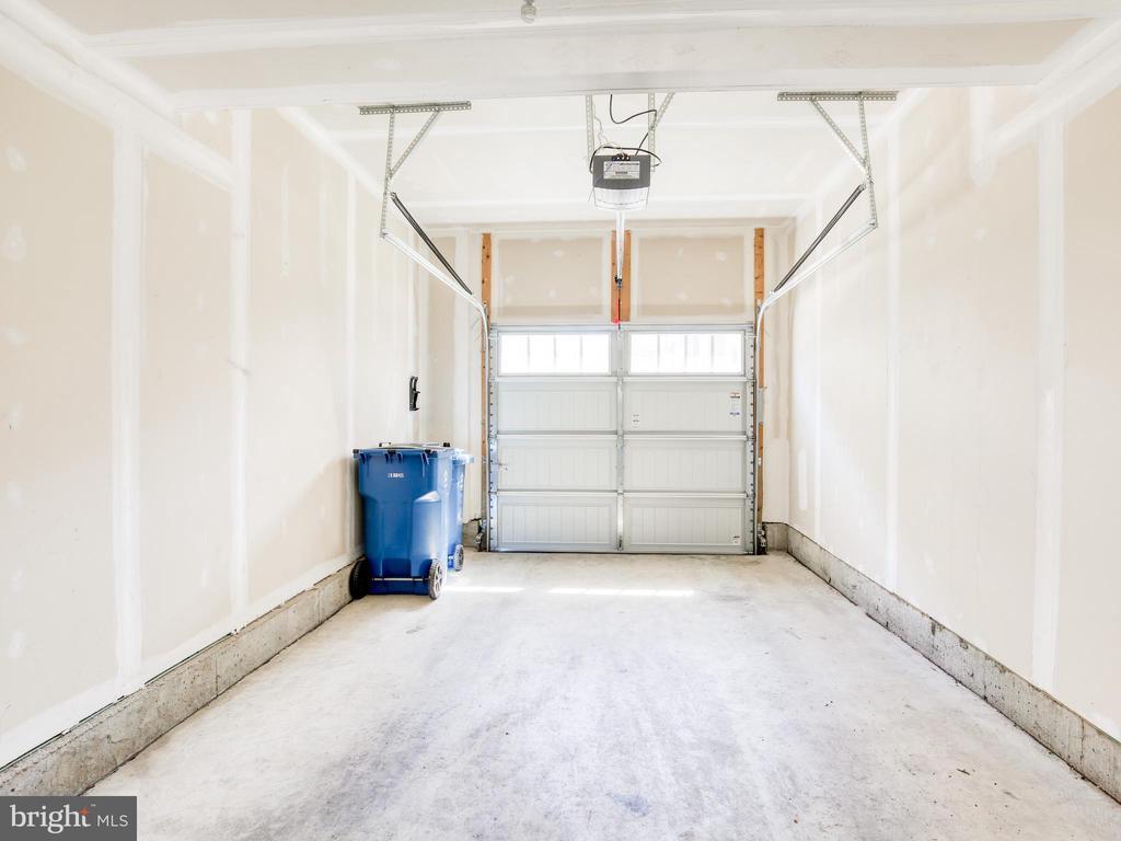 Attached 1 car garage - 20607 GEDDES TER W, ASHBURN
