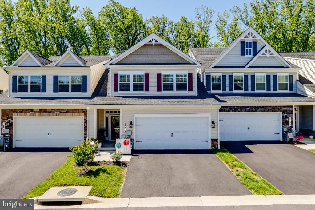 Townhome Villa backing to Trees & Green Preserve - 9754 KNOWLEDGE DR, LAUREL