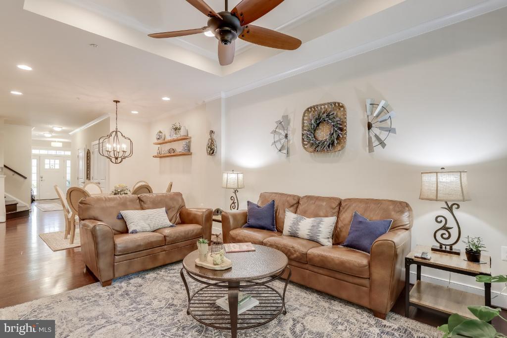 Living area - 9754 KNOWLEDGE DR, LAUREL