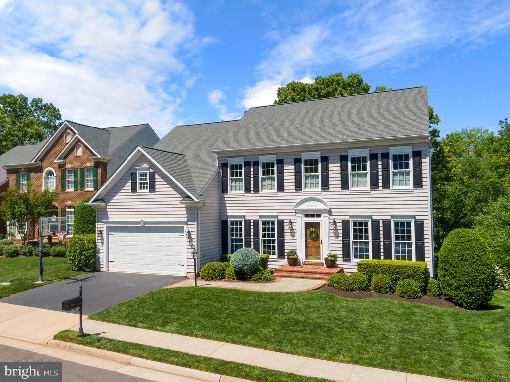 Pristine Rivercrest Beauty Full of Upgrades - 47273 OX BOW CIR, STERLING
