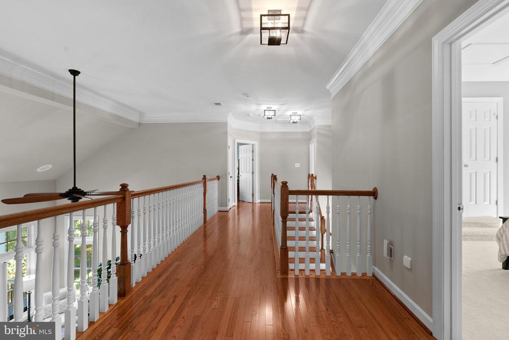 Upper Level Hardwood Floor Hallway - 47273 OX BOW CIR, STERLING