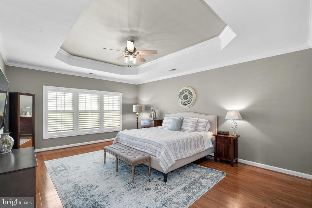Gorgeous Hardwoods in Primary Bedroom - 47273 OX BOW CIR, STERLING