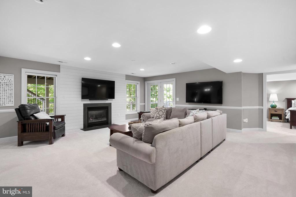 Rec Room in Lower Level w/ Gas FP, Patio Walk-Out - 47273 OX BOW CIR, STERLING