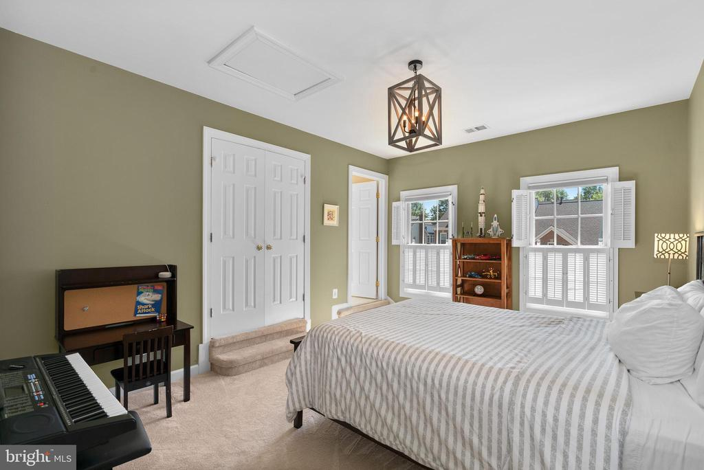 Bedroom #2 w/ New Carpet and Custom Closet - 47273 OX BOW CIR, STERLING