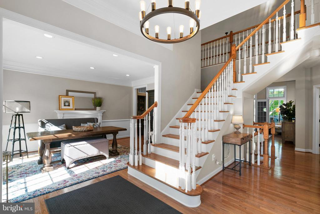 Welcoming Foyer - 47273 OX BOW CIR, STERLING