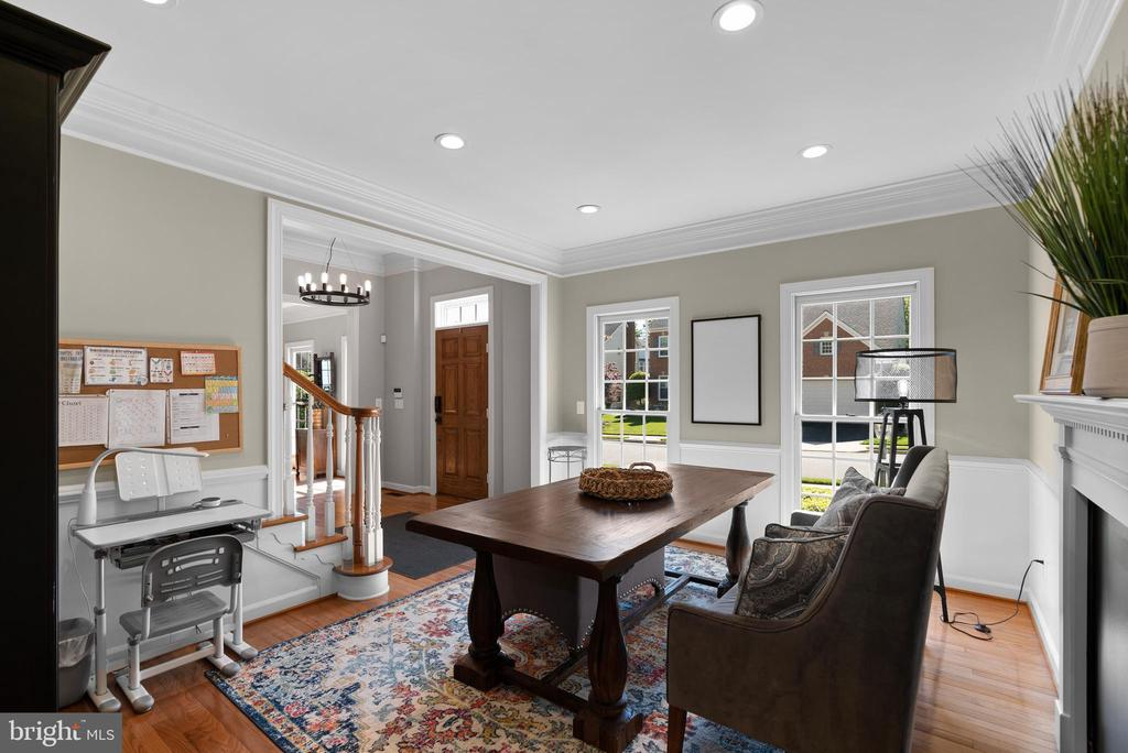 Formal Dining Room w/ HWFs, Heavy Moldings - 47273 OX BOW CIR, STERLING