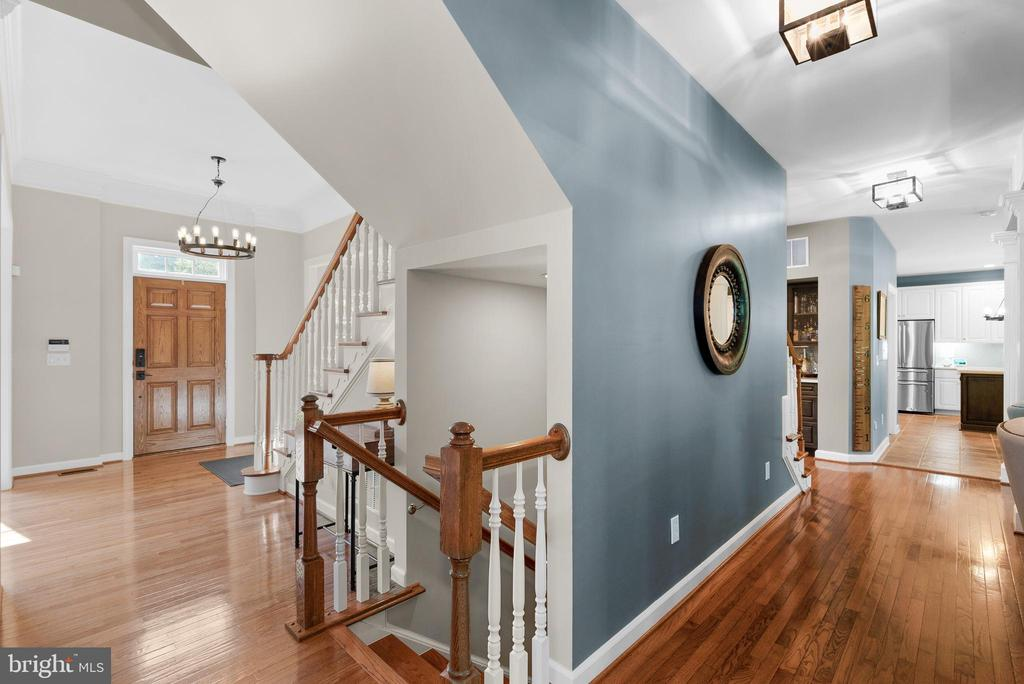 Main Level Hallway, Stairs to Finished Lower Level - 47273 OX BOW CIR, STERLING