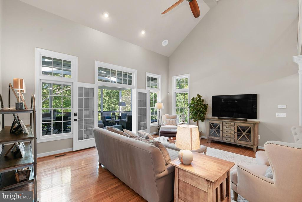 Hardwoods in Family Room w/ Recessed Lights, Fan - 47273 OX BOW CIR, STERLING