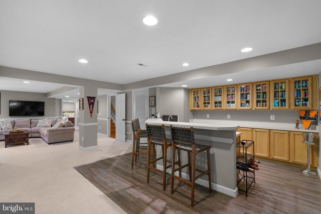 Lower Level Wet Bar w/ New LVP - 47273 OX BOW CIR, STERLING