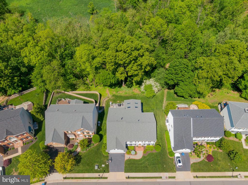 Deep Woods Offer Privacy Galore - 47273 OX BOW CIR, STERLING