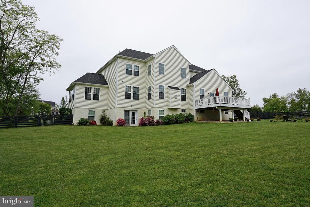 - 872 DECLARATION DR, CHARLES TOWN