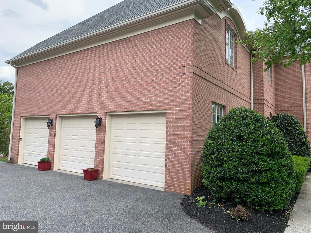 3 car garage - 7216 PRESERVATION CT, FULTON