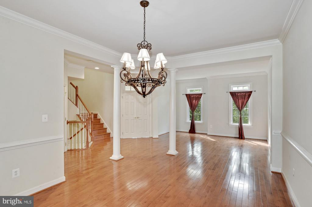 Large formal dining room - 24905 EARLSFORD DR, CHANTILLY