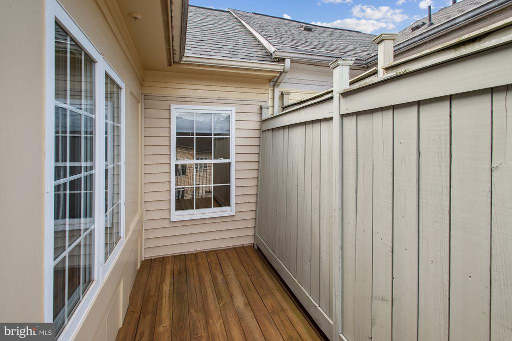 Balcony next to kitchen - 24905 EARLSFORD DR, CHANTILLY