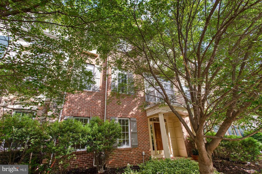 Brick front elevation - 24905 EARLSFORD DR, CHANTILLY