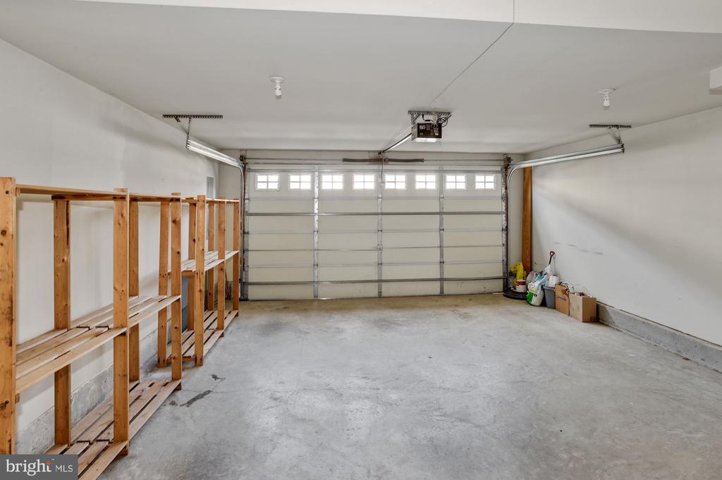 Large 2 car garage - 24905 EARLSFORD DR, CHANTILLY