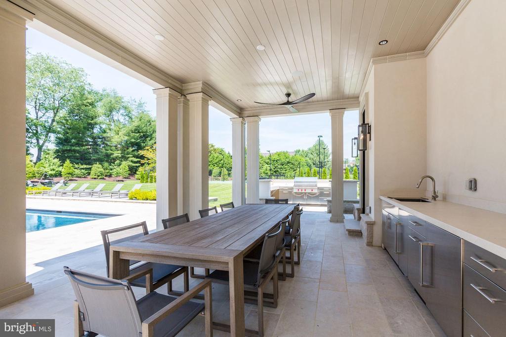 Outdoor Kitchen - 8905 HOLLY LEAF LN, BETHESDA