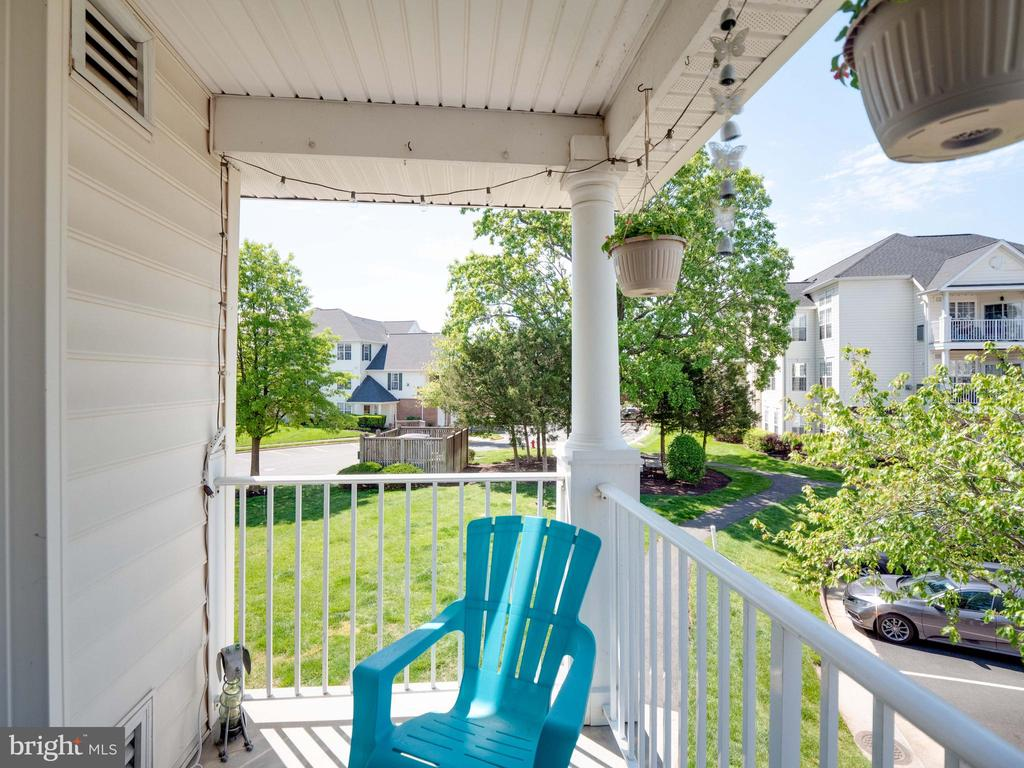 Private Balcony to enjoy morning coffee - 25300 LAKE MIST SQ #205, CHANTILLY