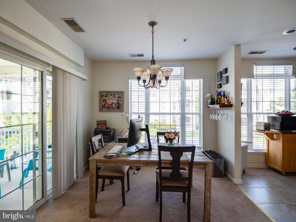 Dining area - 25300 LAKE MIST SQ #205, CHANTILLY