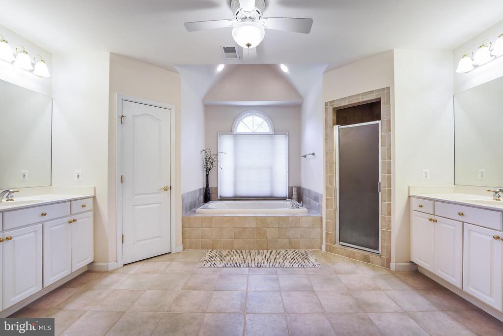 Luxury spa-style bathroom - 3680 WAPLES CREST CT, OAKTON