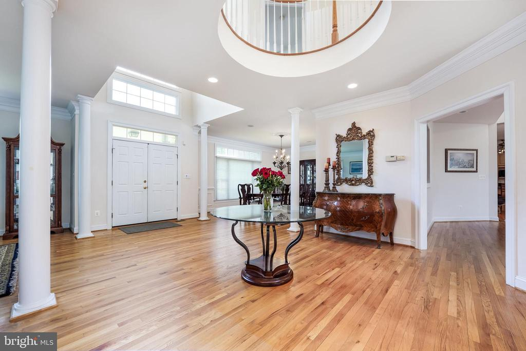 Another view of the entry way - 3680 WAPLES CREST CT, OAKTON