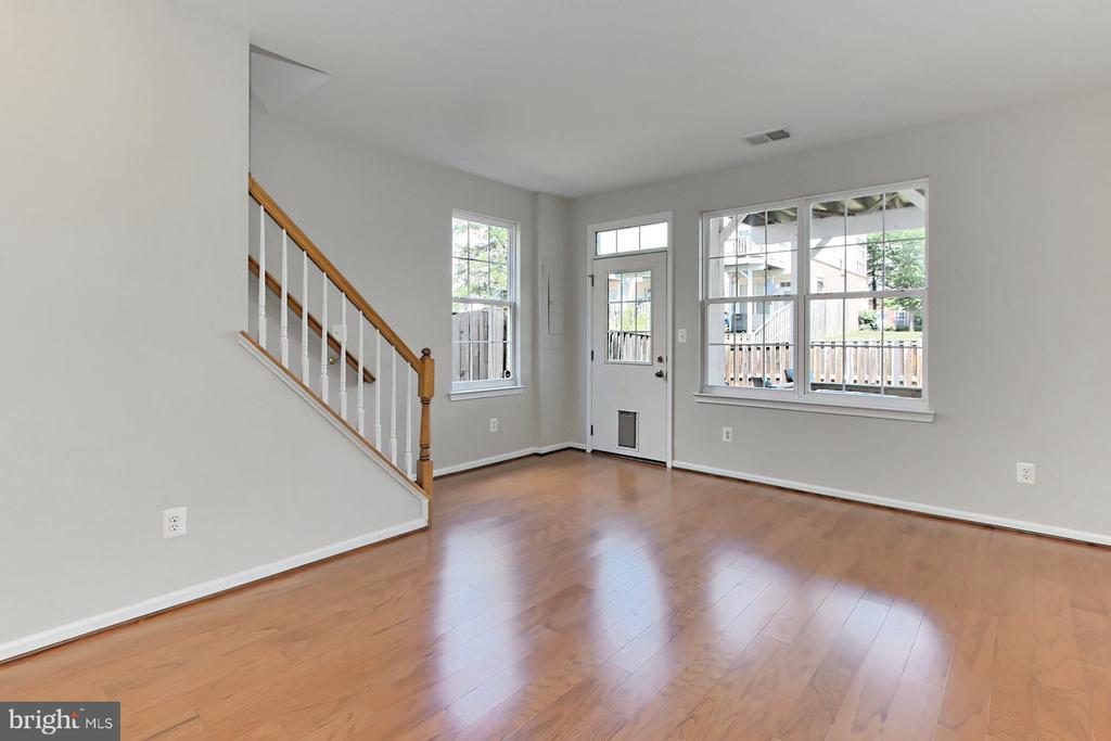 NEW HARDWOOD FLOORS!! LOTS OF WINDOWS - 20428 HOMELAND TER, ASHBURN