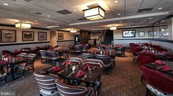 Dining at the River Creek Clubhouse - 18362 FAIRWAY OAKS SQ, LEESBURG
