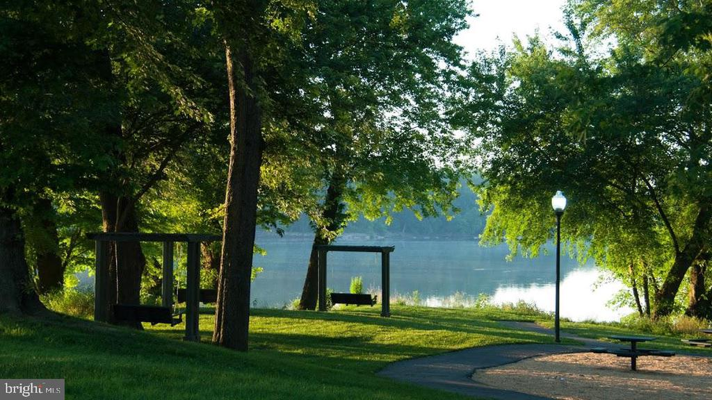 Swings & benches to enjoy the peaceful PotomacView - 18362 FAIRWAY OAKS SQ, LEESBURG
