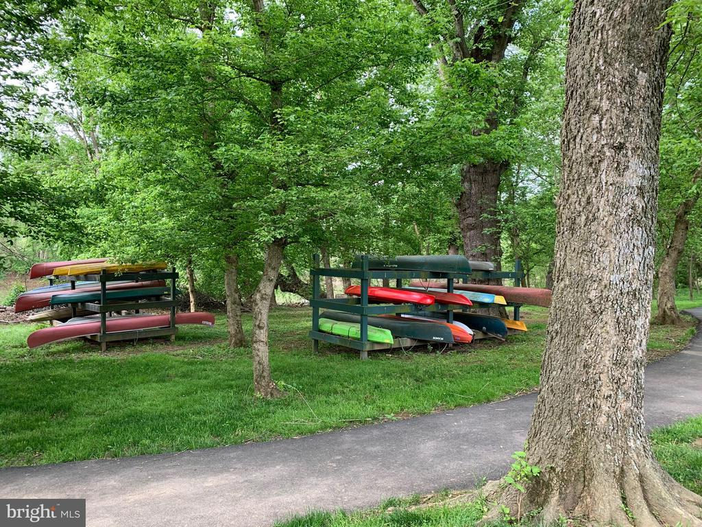 Canoes to enjoy on the river - 18362 FAIRWAY OAKS SQ, LEESBURG
