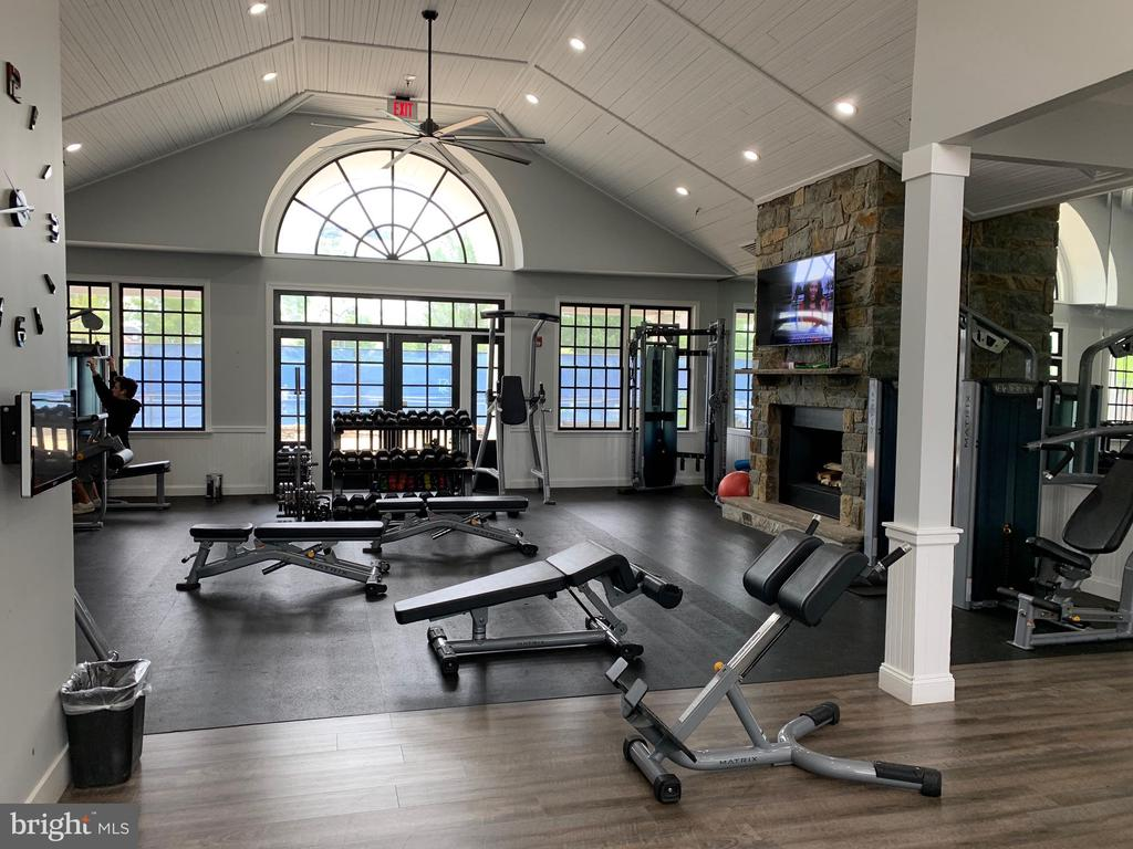 Weight and Fitness Building - 18362 FAIRWAY OAKS SQ, LEESBURG