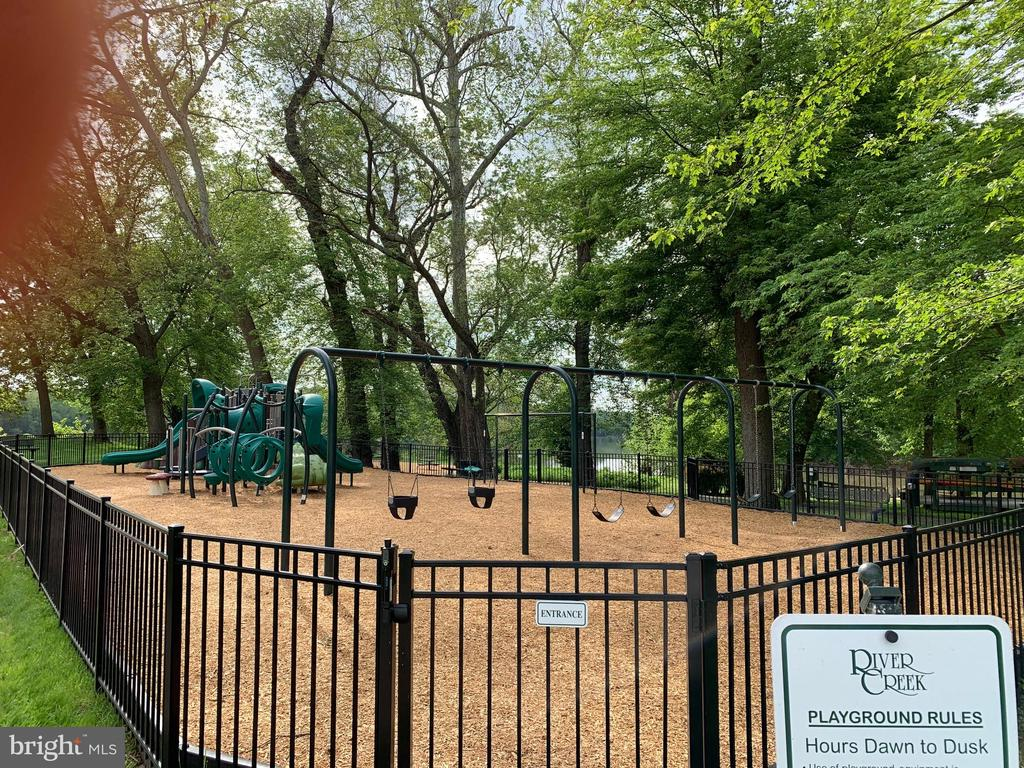 Playground for the little ones - 18362 FAIRWAY OAKS SQ, LEESBURG