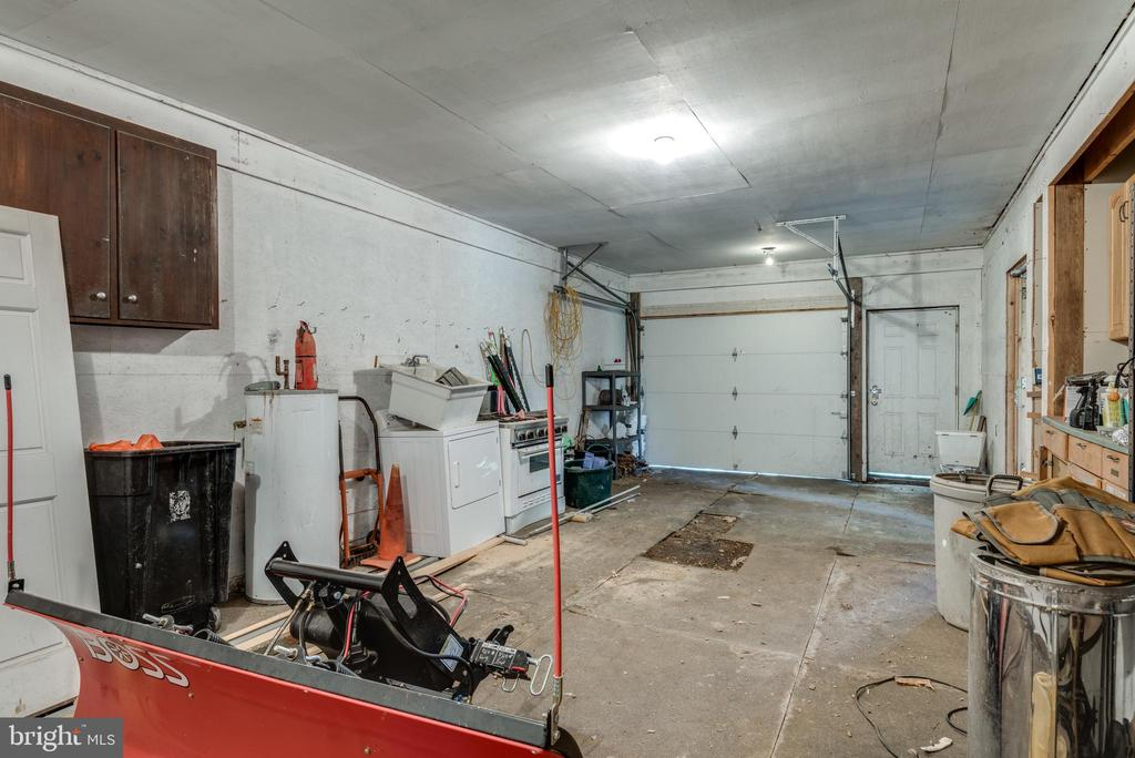 Huge Garage - 19525 TELEGRAPH SPRINGS RD, PURCELLVILLE