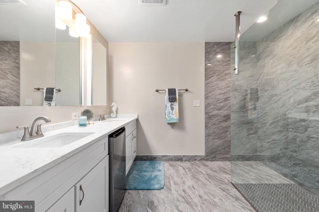 Master Bath - 8121 RONDELAY LN, FAIRFAX STATION