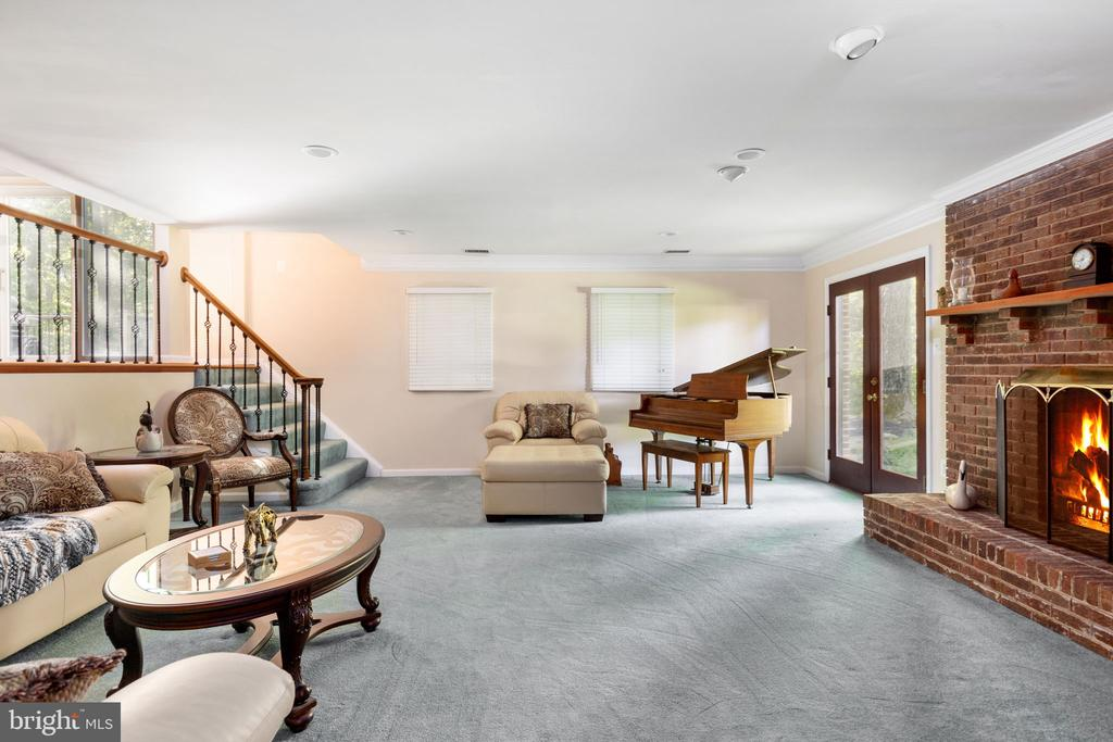 Living Room - 8121 RONDELAY LN, FAIRFAX STATION