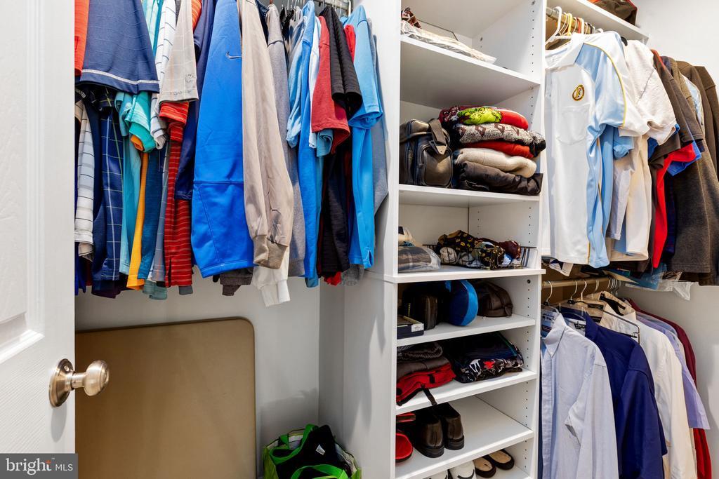 Walk In Closet - 8121 RONDELAY LN, FAIRFAX STATION