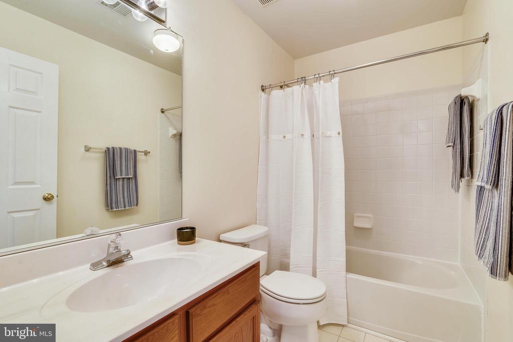 Hall Bath on Upper Level - 21657 FRAME SQ, BROADLANDS