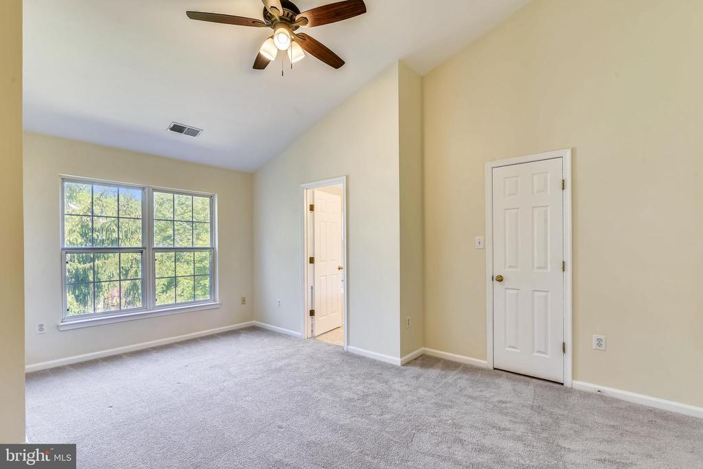 Primary Suite with Vaulted Ceiling - 21657 FRAME SQ, BROADLANDS