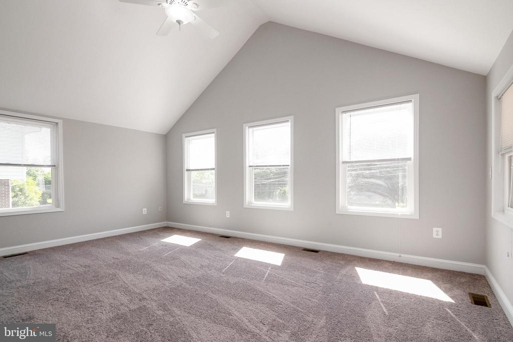 Primary Bedroom with Vaulted Ceilings - 19220 LIBERTY MILL RD, GERMANTOWN