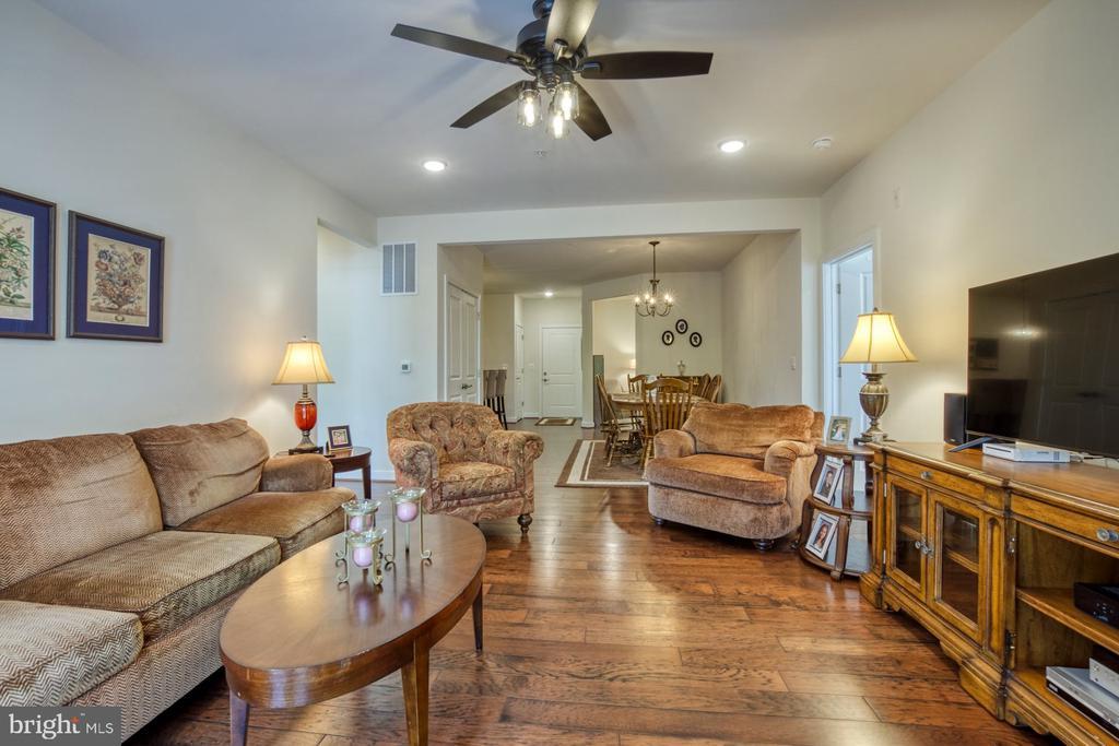 Open Floor Plan Perfect for Hosting Family/Friends - 43095 WYNRIDGE DR #203, BROADLANDS