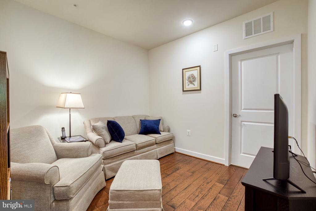 Cozy Den Perfect for Reading or TV Watching - 43095 WYNRIDGE DR #203, BROADLANDS