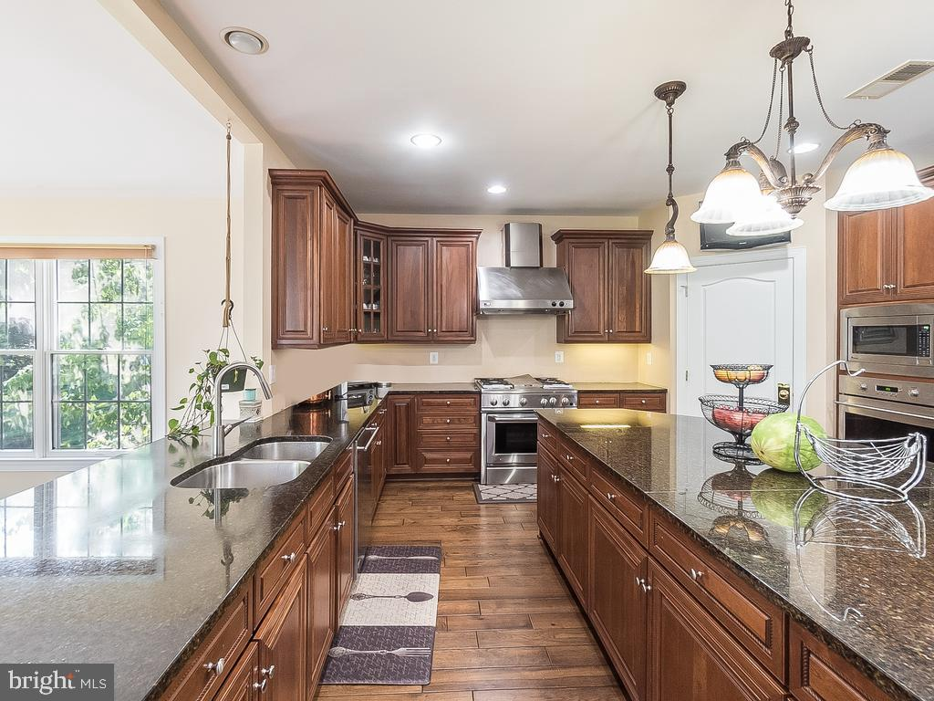 Parallel Granite Counter with Island & SS Exh.Hood - 12809 GLENDALE CT, FREDERICKSBURG