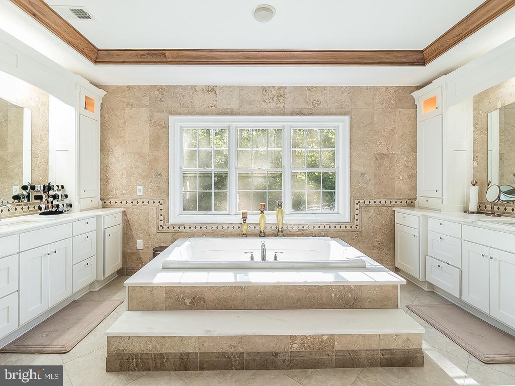 Renovated Custom Jacuzzi Bath - 12809 GLENDALE CT, FREDERICKSBURG