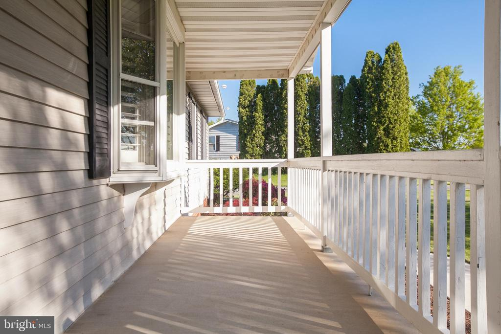 Front porch - 7517 PICNIC WOODS RD, MIDDLETOWN