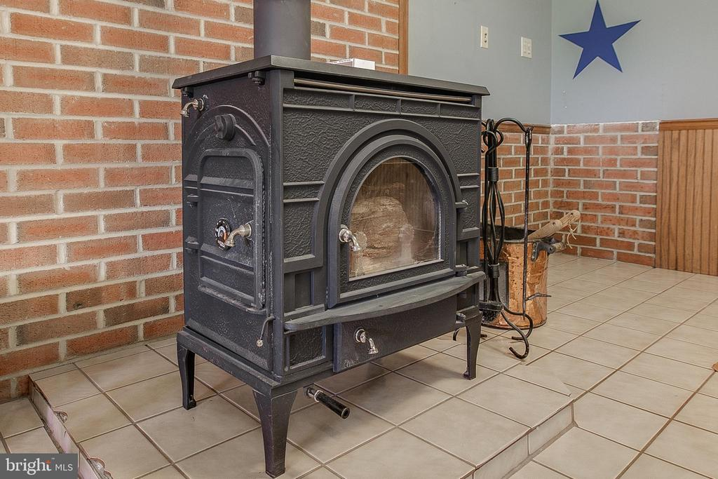 Wood stove Pic 2 - 7517 PICNIC WOODS RD, MIDDLETOWN