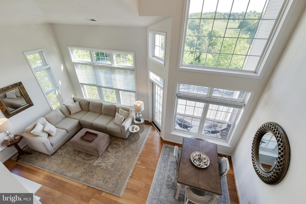 Dramatic 2 Story Family Room - 505 SUNSET VIEW TER SE #308, LEESBURG